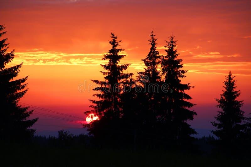 Όμορφο ηλιοβασίλεμα στα βουνά Tatra στοκ εικόνες
