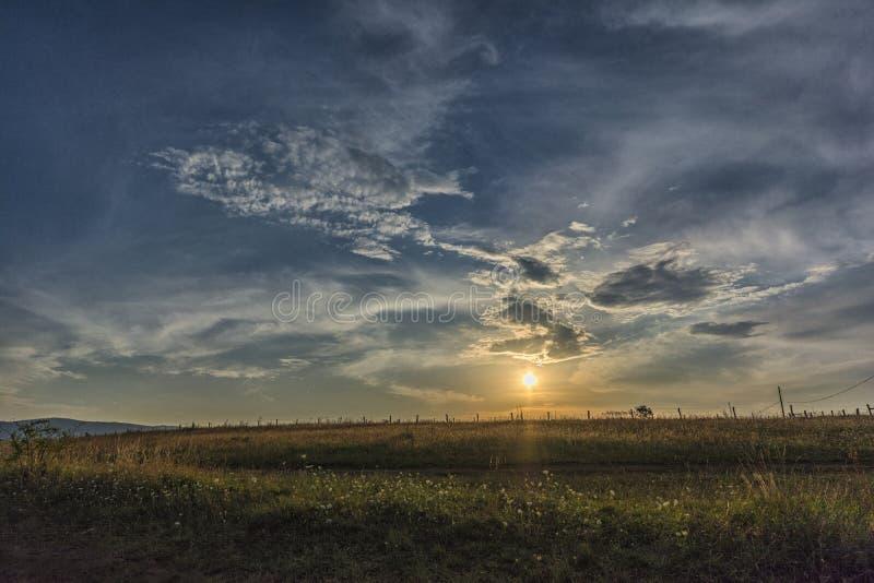 όμορφο ηλιοβασίλεμα σύνν&e στοκ εικόνες