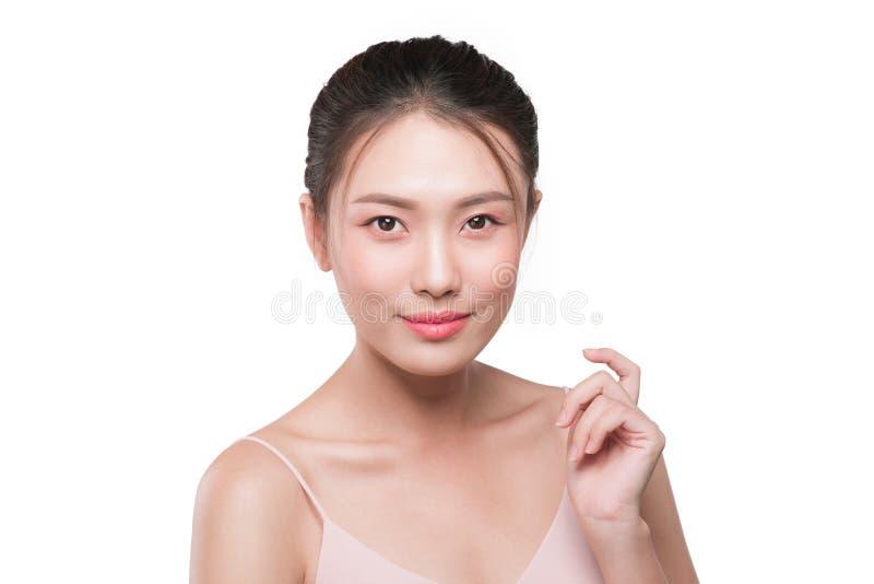 Όμορφο θηλυκό ασιατικό πρόσωπο με το φυσικό τέλειο δέρμα στοκ εικόνα