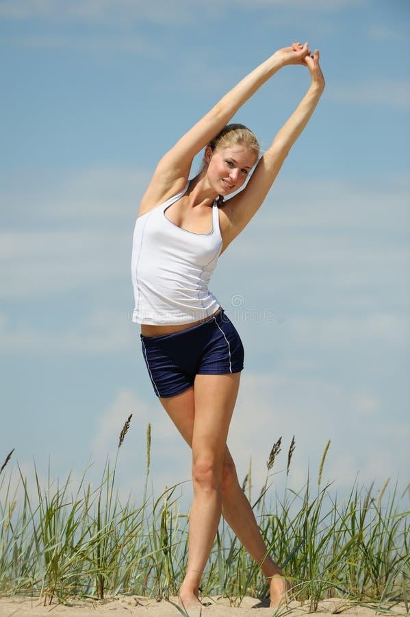 όμορφο θηλυκό workout στοκ φωτογραφία