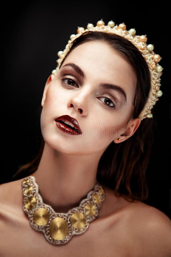 Όμορφο θηλυκό πρόσωπο brunette στοκ εικόνες με δικαίωμα ελεύθερης χρήσης