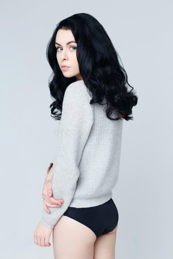 Όμορφο θηλυκό πρότυπο brunette στοκ φωτογραφίες