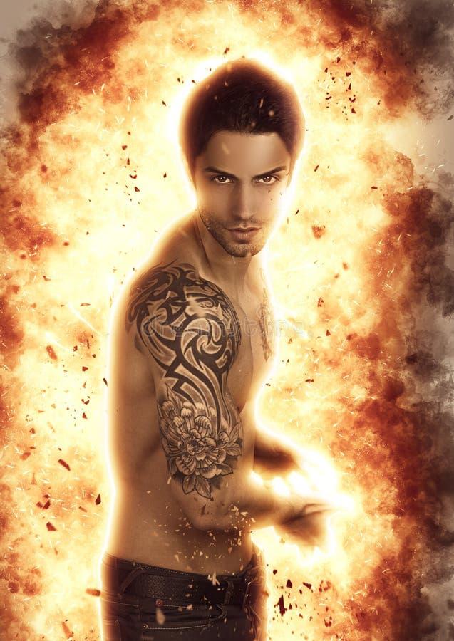 Όμορφο ισχυρό άτομο Ισχυρός πολεμιστής στοκ εικόνες