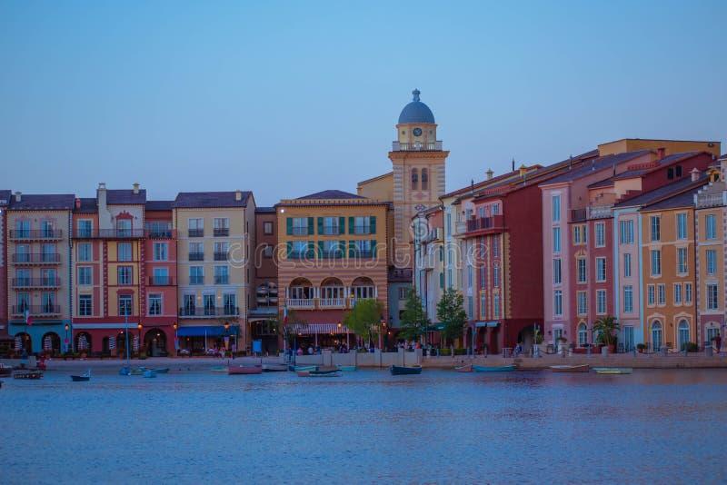 Όμορφο ιταλικό ξενοδοχείο Portofino, με τα ζωηρόχρωμα χωριά και τα αλιευτικά σκάφη σε λίγο λιμάνι κόλπων στην περιοχή 6 UNIVERSAL στοκ εικόνες με δικαίωμα ελεύθερης χρήσης