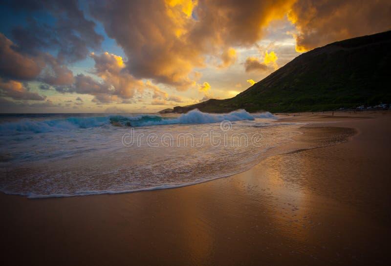 Όμορφο και φυσικό πάρκο Oahu Χαβάη παραλιών ηλιοβασιλέματος αμμώδες στοκ φωτογραφίες με δικαίωμα ελεύθερης χρήσης