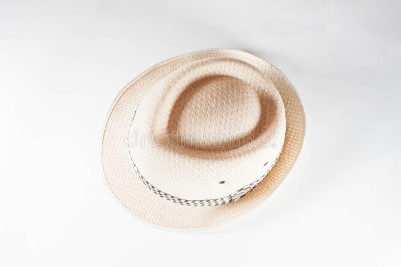 Όμορφο καπέλο αχύρου που απομονώνεται στο άσπρο υπόβαθρο, καφετί καπέλο αχύρου ι στοκ εικόνες με δικαίωμα ελεύθερης χρήσης