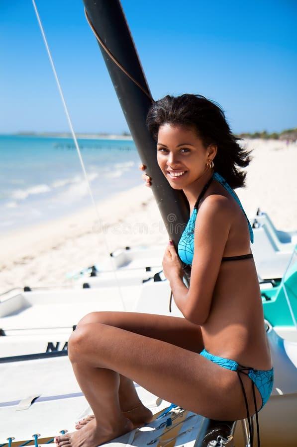 Όμορφο καραϊβικό χαμόγελο γυναικών στοκ εικόνα