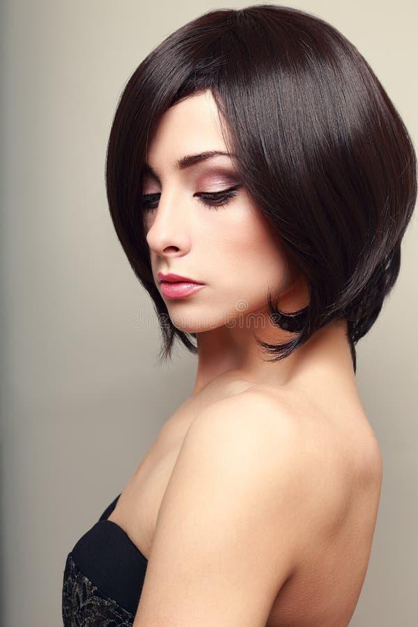 Όμορφο κομψό θηλυκό πρότυπο στοκ εικόνες με δικαίωμα ελεύθερης χρήσης