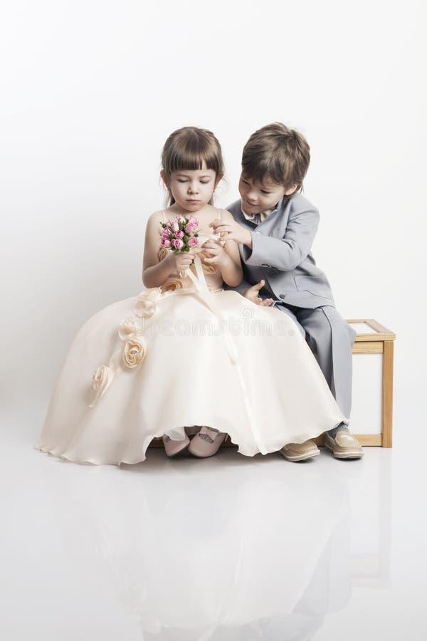 όμορφο κορίτσι αγοριών λίγο πορτρέτο δύο στοκ φωτογραφίες