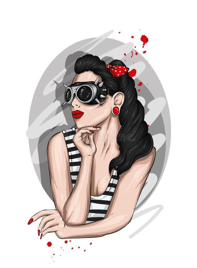 Όμορφο κορίτσι με μακρυμάλλη, φορώντας τα γυαλιά με τις ακίδες και μια μπλούζα Μοντέρνα ενδύματα και εξαρτήματα Δερματοστιξία ελεύθερη απεικόνιση δικαιώματος