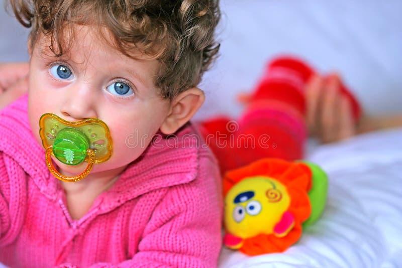 όμορφο κορίτσι μωρών στοκ εικόνα με δικαίωμα ελεύθερης χρήσης