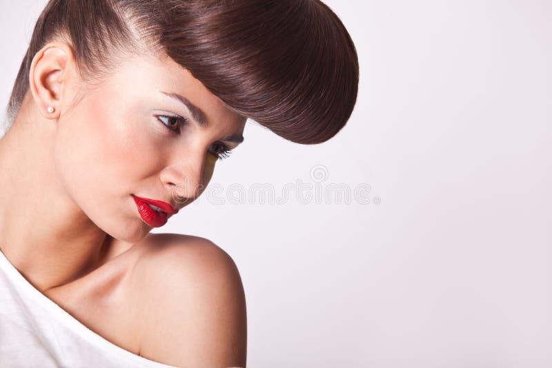 Όμορφο κορίτσι μόδας με το φωτεινό makeup στοκ εικόνα με δικαίωμα ελεύθερης χρήσης