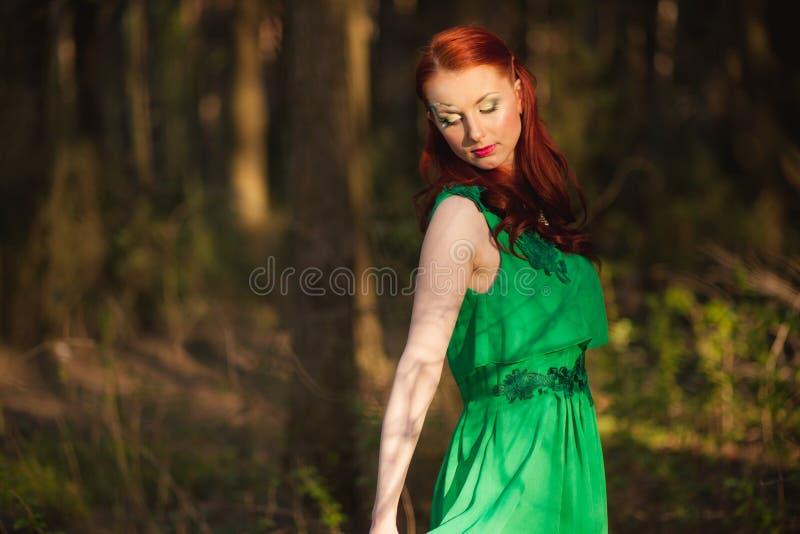 Όμορφο κορίτσι παραμυθιού με την τέχνη προσώπου στοκ φωτογραφία με δικαίωμα ελεύθερης χρήσης