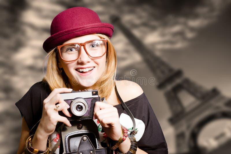 Όμορφο κορίτσι που φορά hipster τα γυαλιά με τον τρύγο στοκ φωτογραφία με δικαίωμα ελεύθερης χρήσης