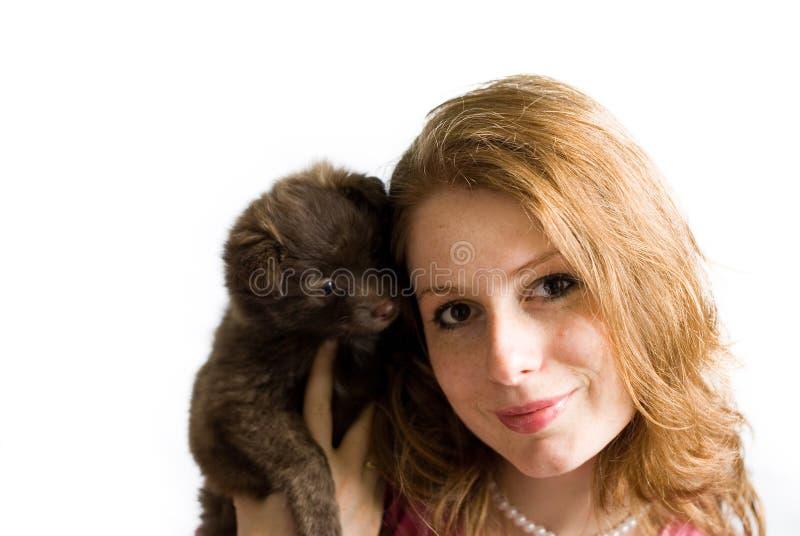 όμορφο κορίτσι σκυλιών μω& στοκ φωτογραφία