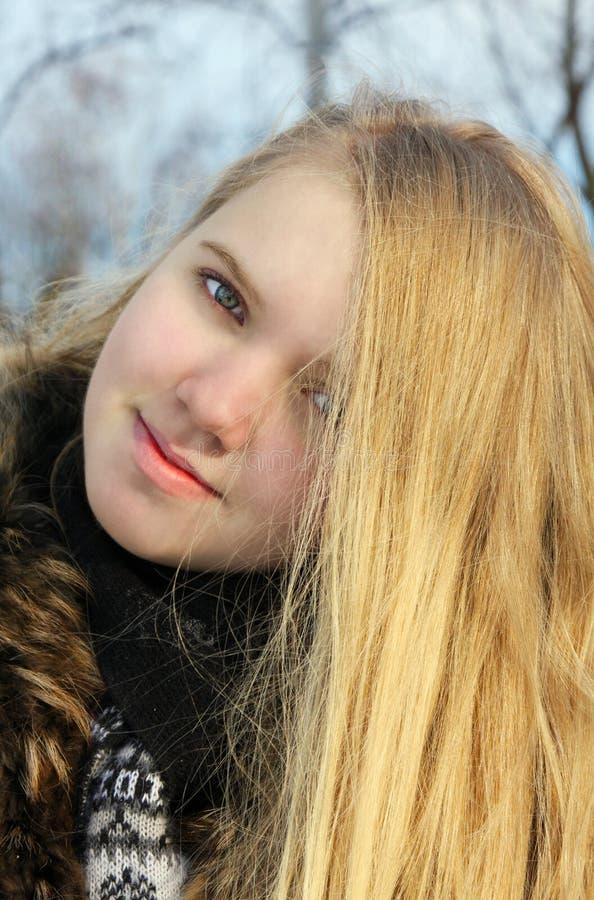 Download όμορφο κορίτσι στοκ εικόνα. εικόνα από αρκετά, χαμόγελο - 22795749