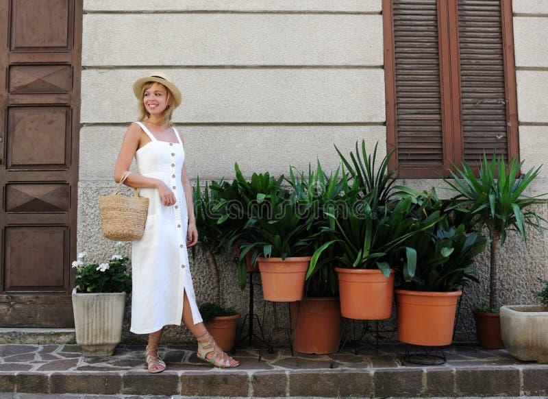Όμορφο κορίτσι sundress στοκ εικόνες με δικαίωμα ελεύθερης χρήσης