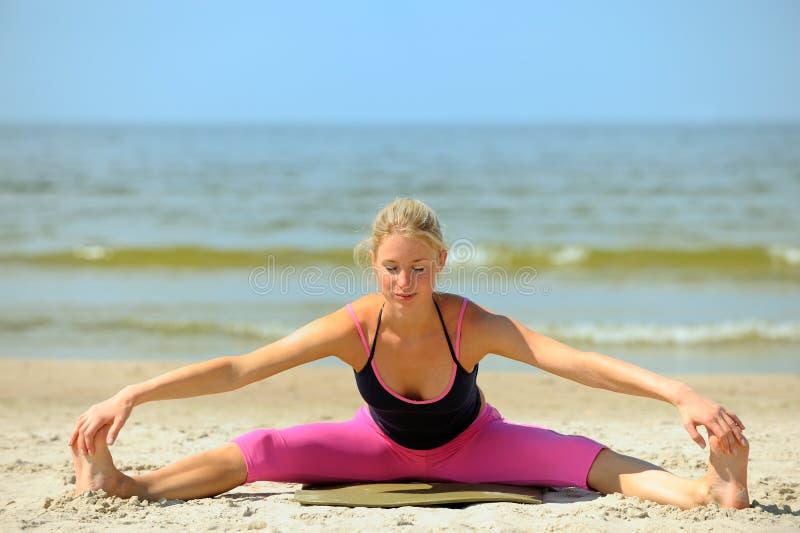 όμορφο κορίτσι workout στοκ φωτογραφία με δικαίωμα ελεύθερης χρήσης
