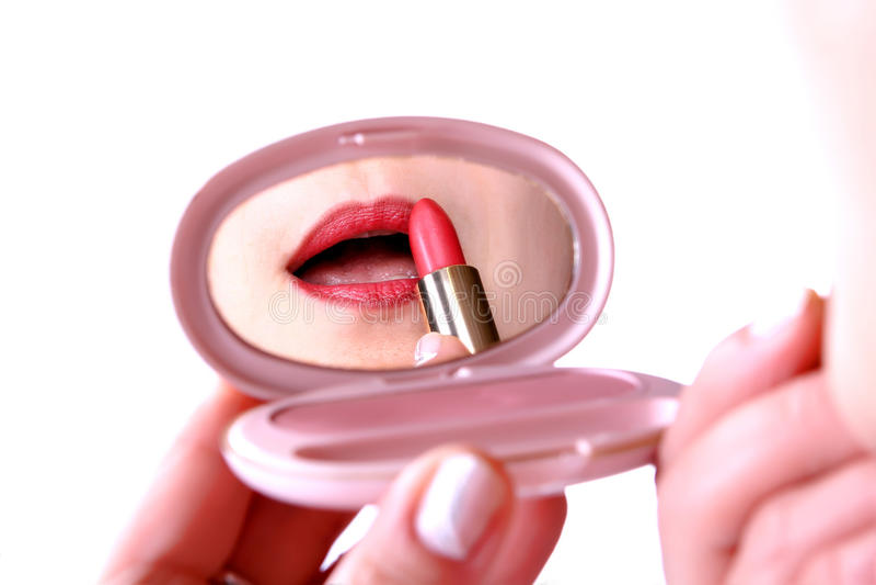 Download όμορφο κραγιόν που βάζει τ& Στοκ Εικόνες - εικόνα από χείλια, ροζ: 17057194