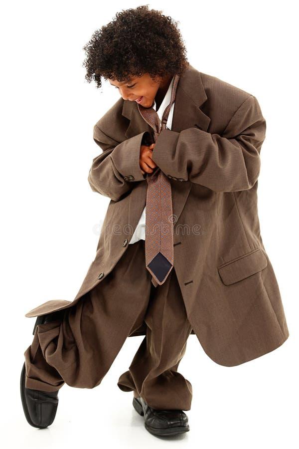 Όμορφο μαύρο παιδί κοριτσιών στο φαρδύ επιχειρησιακό κοστούμι στοκ εικόνα με δικαίωμα ελεύθερης χρήσης