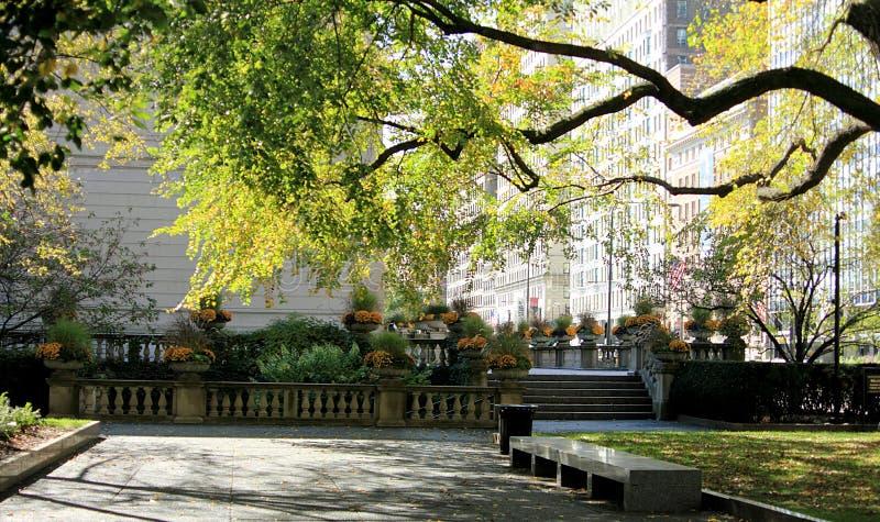 Όμορφο μικροσκοπικό πάρκο στο στο κέντρο της πόλης Σικάγο στοκ φωτογραφίες με δικαίωμα ελεύθερης χρήσης