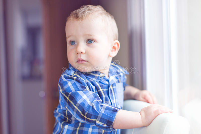 όμορφο μικρό παιδί αγοριών στοκ φωτογραφία με δικαίωμα ελεύθερης χρήσης