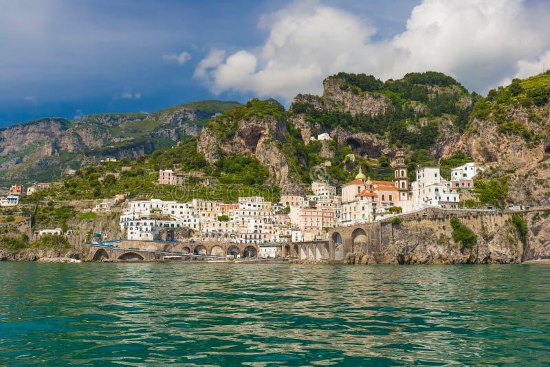 Όμορφο μικρό χωριό Atrani, ακτή της Αμάλφης, περιοχή Campania, της Ιταλίας στοκ εικόνες