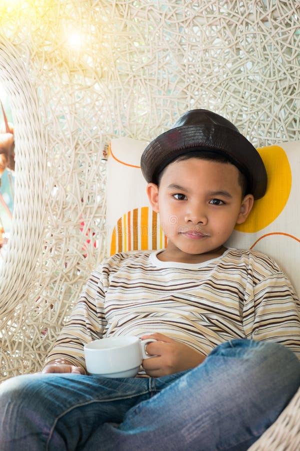 Όμορφο νέο ασιατικό αγόρι στοκ φωτογραφίες