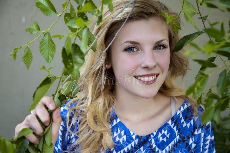 Όμορφο νέο κορίτσι στοκ φωτογραφία με δικαίωμα ελεύθερης χρήσης