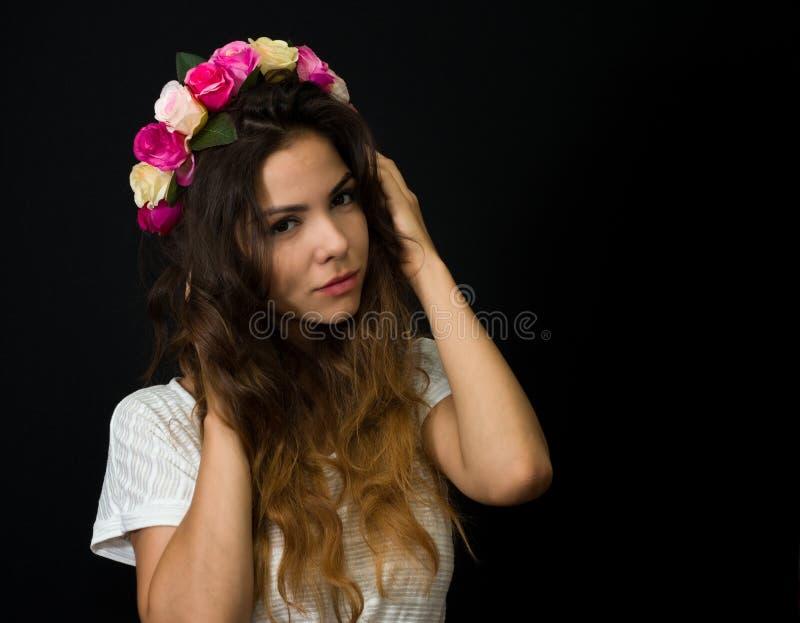 Όμορφο νέο κορίτσι diadem στοκ φωτογραφίες