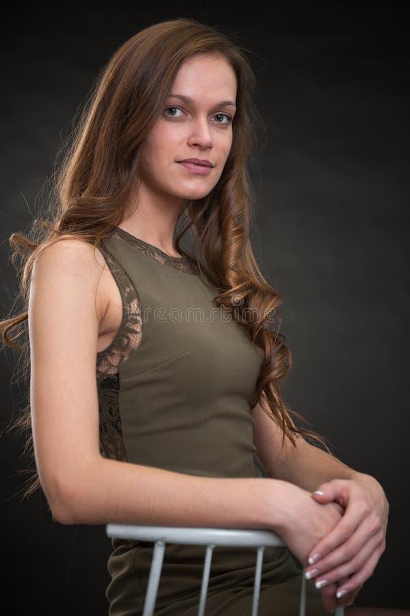 Όμορφο νέο πορτρέτο γυναικών στοκ εικόνες