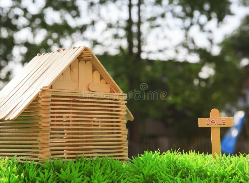 Όμορφο νέο σπίτι για την πώληση στοκ φωτογραφία με δικαίωμα ελεύθερης χρήσης