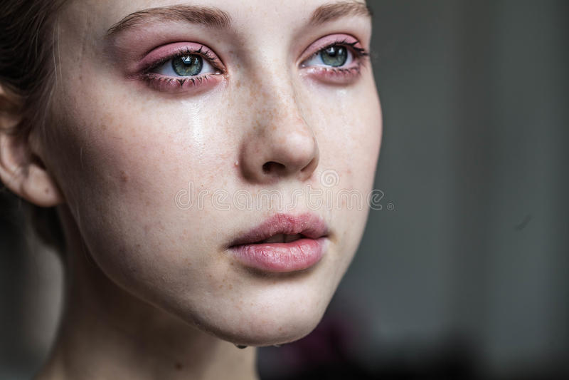 Όμορφο να φωνάξει νέων κοριτσιών στοκ φωτογραφίες με δικαίωμα ελεύθερης χρήσης