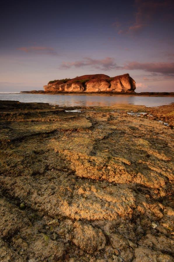 Όμορφο νησί Lombok κατά τη διάρκεια της ανατολής στην παραλία Ινδονησία Batu Payung Μαλακή εστίαση λόγω της μακροχρόνιας έκθεσης στοκ εικόνες