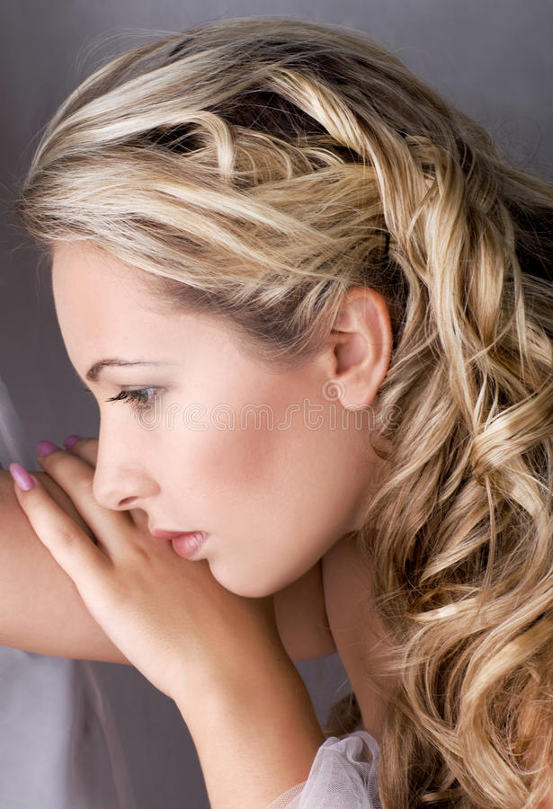 όμορφο ξανθό θηλυκό τρίχωμα στοκ φωτογραφίες με δικαίωμα ελεύθερης χρήσης