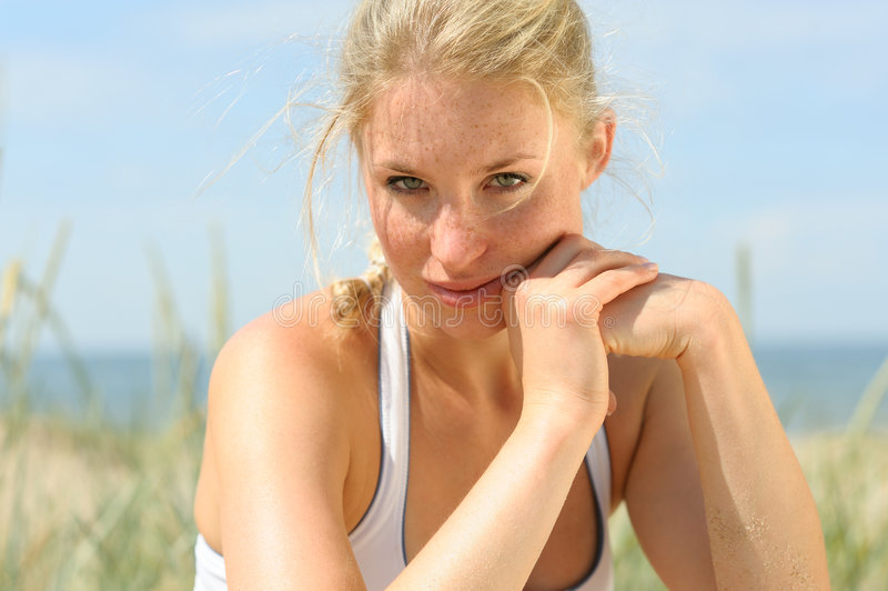 όμορφο ξανθό θηλυκό στοκ φωτογραφίες με δικαίωμα ελεύθερης χρήσης
