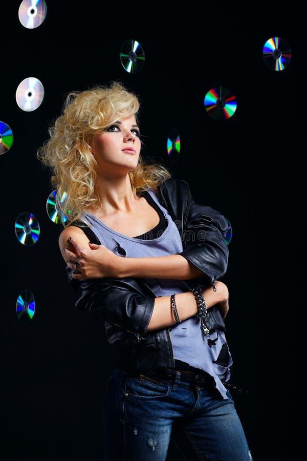 Download όμορφο ξανθό Rocker κοριτσιών Στοκ Εικόνα - εικόνα από ενδύματα, δίσκος: 17054883