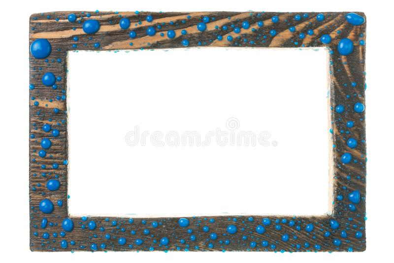 Όμορφο ξύλινο πλαίσιο στις πτώσεις του μπλε χρώματος η ανασκόπηση απομόνωσε το λευκό στοκ φωτογραφία