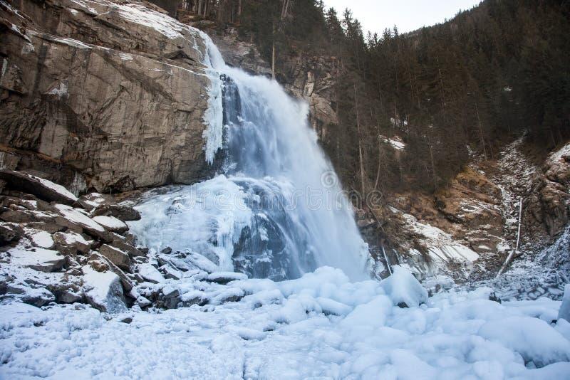 Όμορφο παγωμένο τοπίο στον καταρράκτη Krimml, Αυστρία στοκ φωτογραφίες