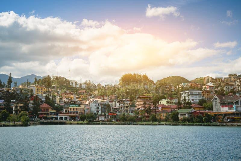 Όμορφο πανόραμα του Βιετνάμ κοιλάδων sapa άποψης στην ανατολή πρωινού με το σύννεφο ομορφιάς στοκ εικόνες με δικαίωμα ελεύθερης χρήσης