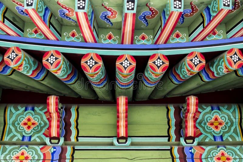 Όμορφο παραδοσιακό σχέδιο του κορεατικού ύφους στεγών στοκ φωτογραφία