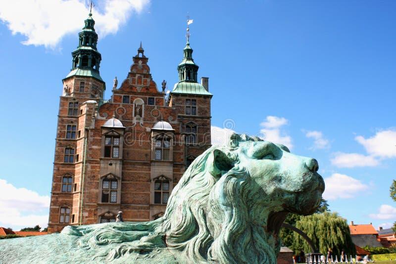 Όμορφο παλάτι Rosenborg στην Κοπεγχάγη, Δανία Γλυπτό στοκ φωτογραφίες