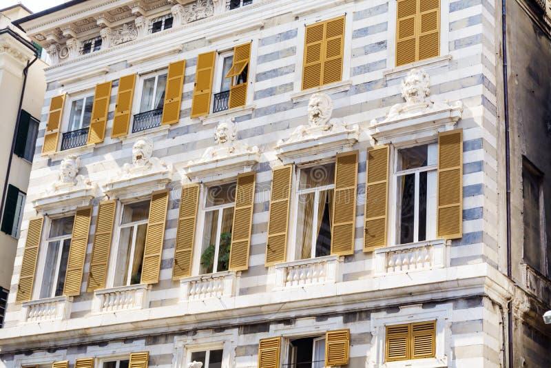 Όμορφο παλαιό κτήριο στην πλατεία Caricamento στην Ιταλία στοκ εικόνες με δικαίωμα ελεύθερης χρήσης