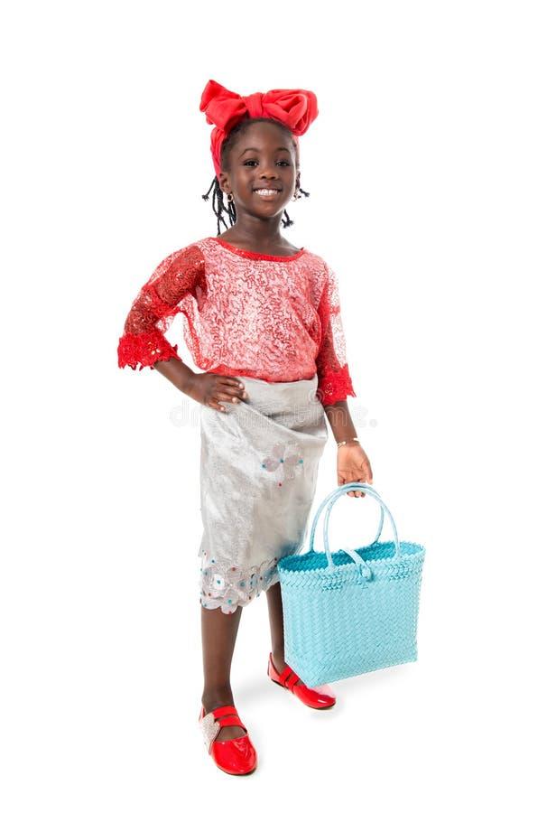 Όμορφο πορτρέτο ενός ευτυχούς μικρού κοριτσιού με την τσάντα tote απομονωμένος στοκ φωτογραφίες με δικαίωμα ελεύθερης χρήσης