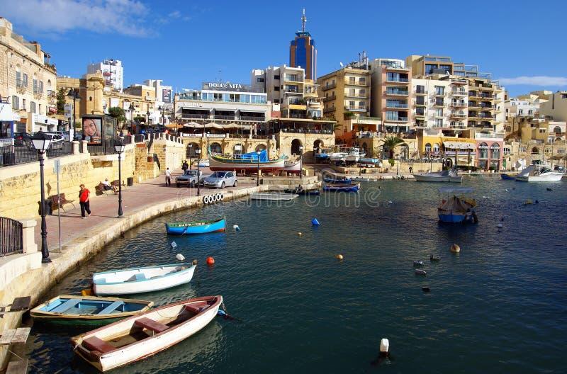 Όμορφο πρωί στον κόλπο Spinola, ST ιουλιανό, Μάλτα στοκ εικόνες