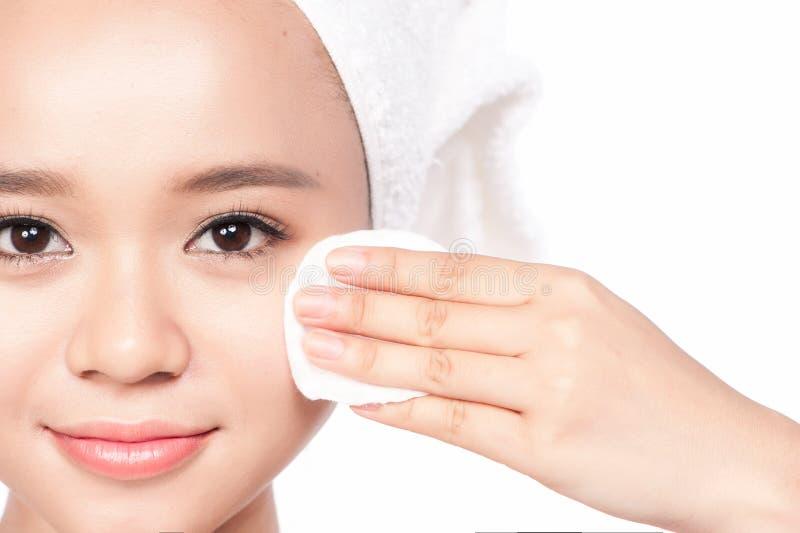 όμορφο πρόσωπο αυτή σχετι&ka Φρέσκο υγιές δέρμα Απομονωμένος στο λευκό στοκ εικόνα
