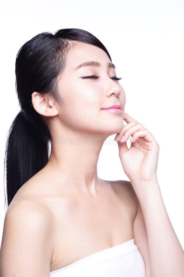 Όμορφο πρόσωπο γυναικών φροντίδας δέρματος στοκ φωτογραφία
