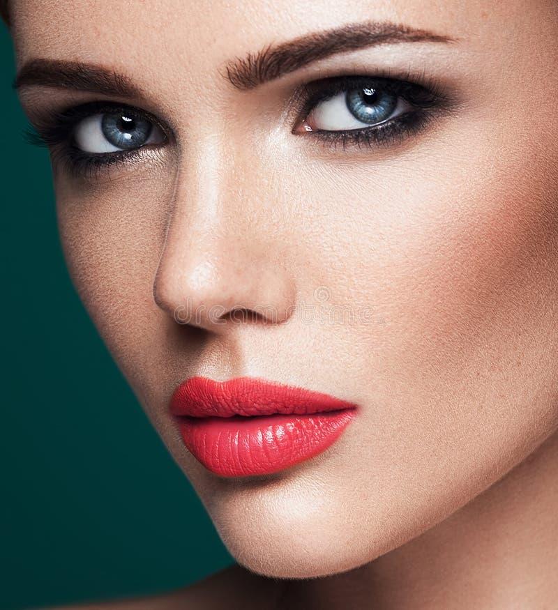 Download Όμορφο πρότυπο γοητείας με φρέσκο καθημερινό Makeup με Στοκ Εικόνα - εικόνα από καθαρίστε, μοντέλο: 62717213