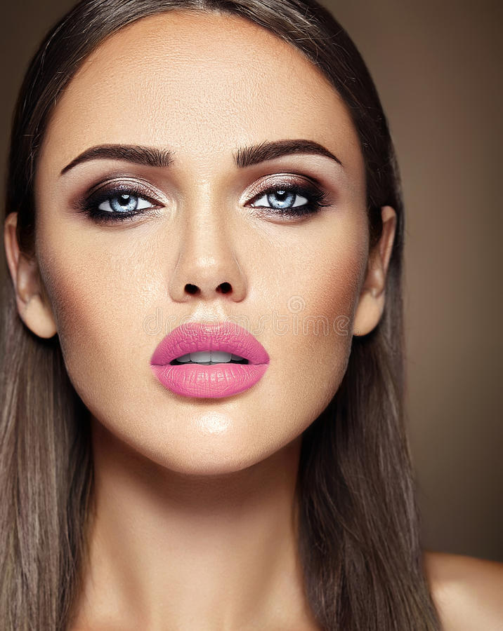 Download Όμορφο πρότυπο γοητείας με φρέσκο καθημερινό Makeup με Στοκ Εικόνες - εικόνα από closeup, γοητεία: 62717260