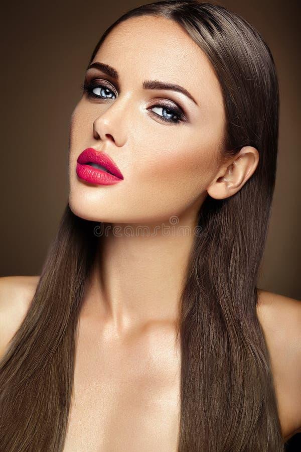 Download Όμορφο πρότυπο γοητείας με φρέσκο καθημερινό Makeup με Στοκ Εικόνα - εικόνα από μάτια, facial: 62717279